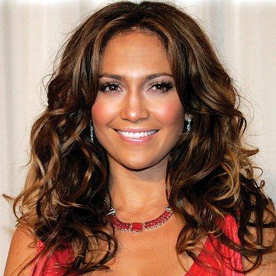 Jennifer Lopez también usa la marca HairDo.