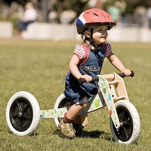 nena bicicleta