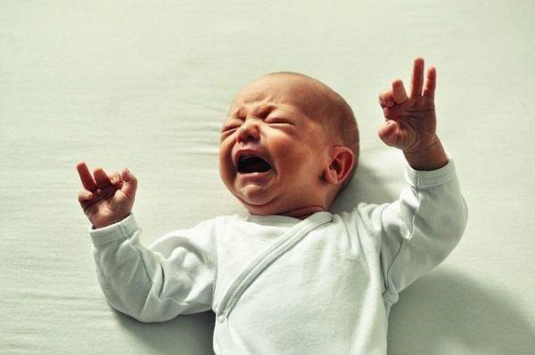 cuando-se-hace-la-prueba-del-talon-bebe-llorando