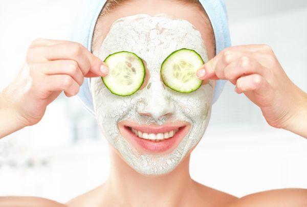 como-hacer-una-limpieza-facial-casera-4-istock