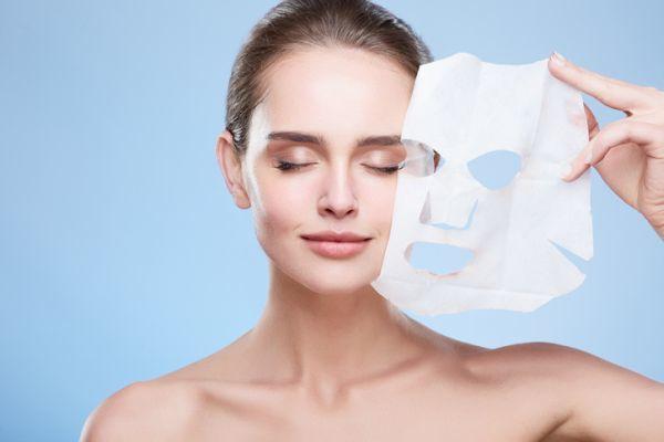 como-hacer-una-limpieza-facial-casera-5-istock