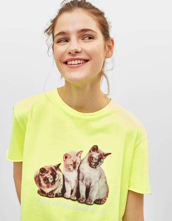 rebajas-bershka-camiseta-gatos-neon