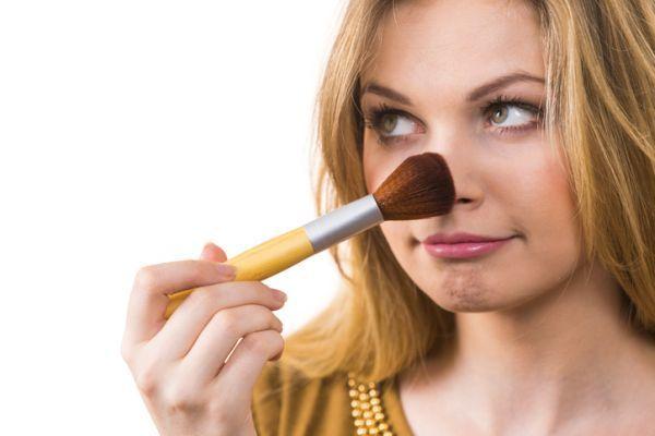como-perfilar-la-nariz-con-maquillaje-istock6