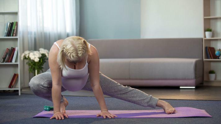 gimnasia-preparto-para-el-fortalecimiento-muscular-istock5