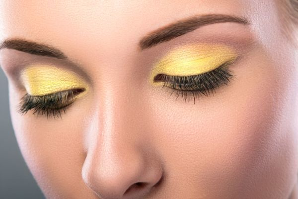 maquillaje-colores-neon-istock6