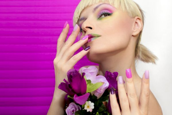 maquillaje-colores-neon-istock7