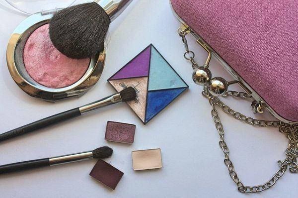 preparar-bolsa-de-maquillaje-para-viaje-pixabay