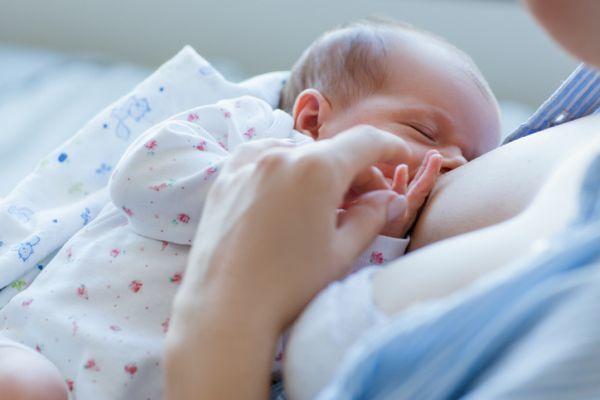 como-establecer-la-lactancia-materna-istock2