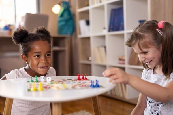 como-hacer-una-zona-de-juegos-en-casa-para-ninos-istock
