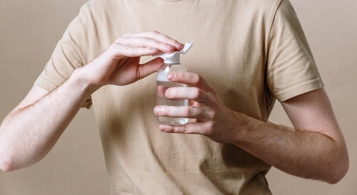 agua micelar elimina maquillaje waterproof