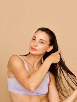 Caída del pelo en otoño: Causas y soluciones