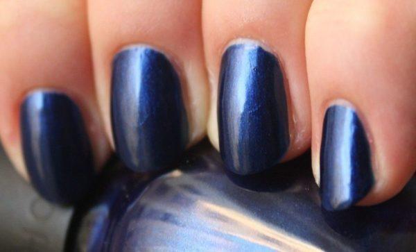 decoración-de-uñas-para-la-noche-de-verano-2014-decoración-metalizada-azul