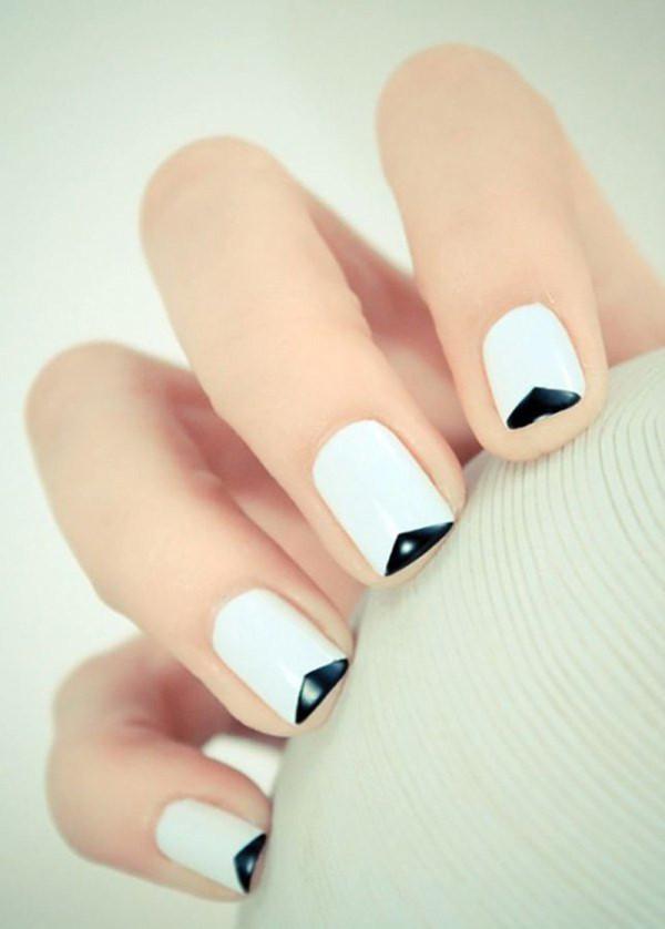 manicura-francesa-en-casa-minimalista