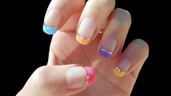 manicura-francesa-en-casa-multicolor
