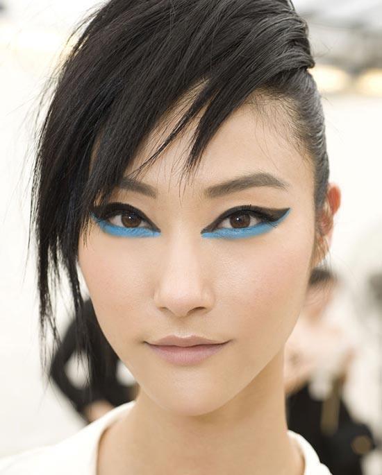 maquillaje-para-la-noche-de-verano-2014-maquillaje-nude-ojos-azul-negro